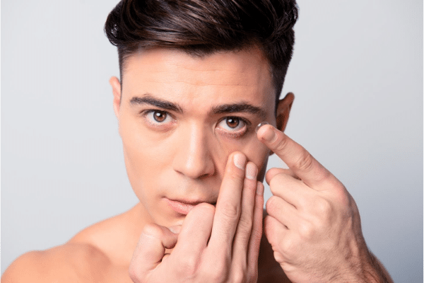 how to put on and take off contact lenses