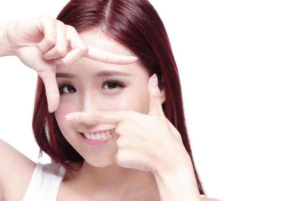 contact lens stock images-min